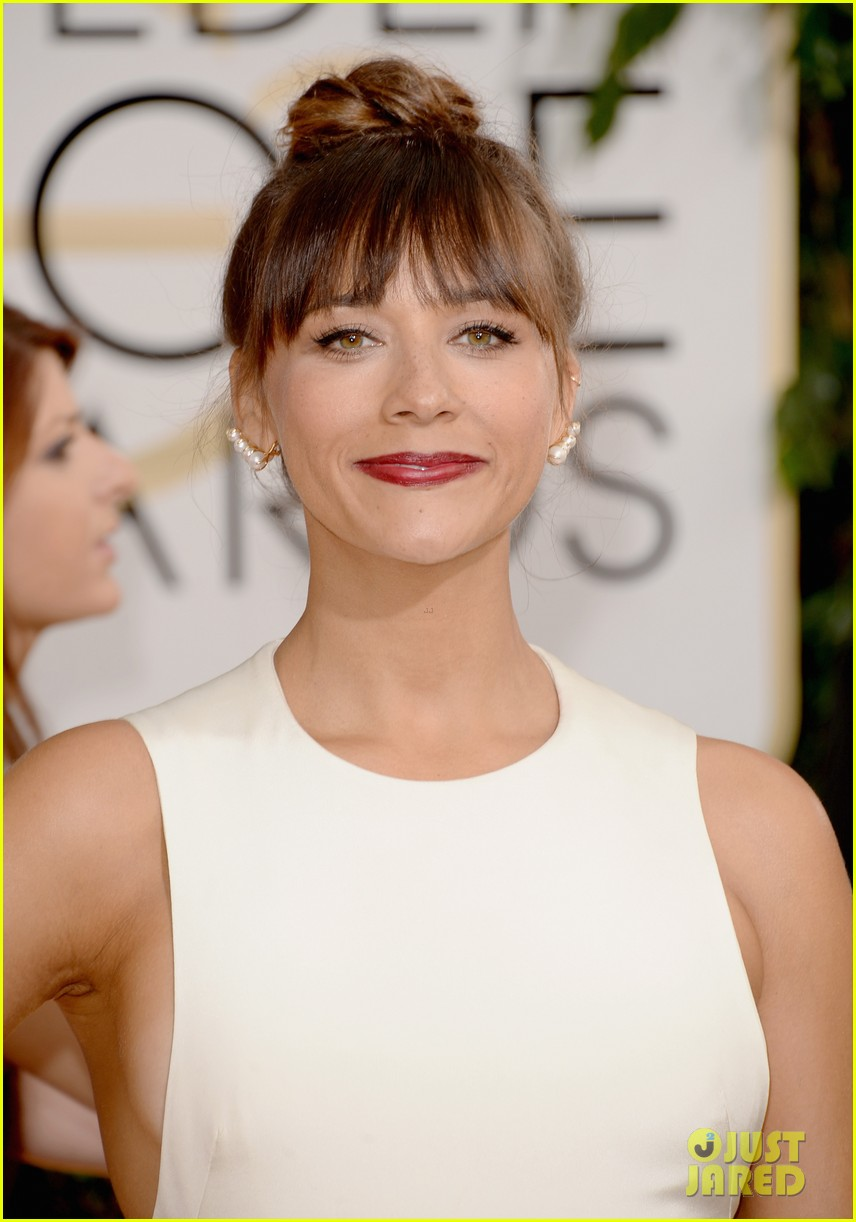 rashida jones golden globes 2014 red carpet 063029382