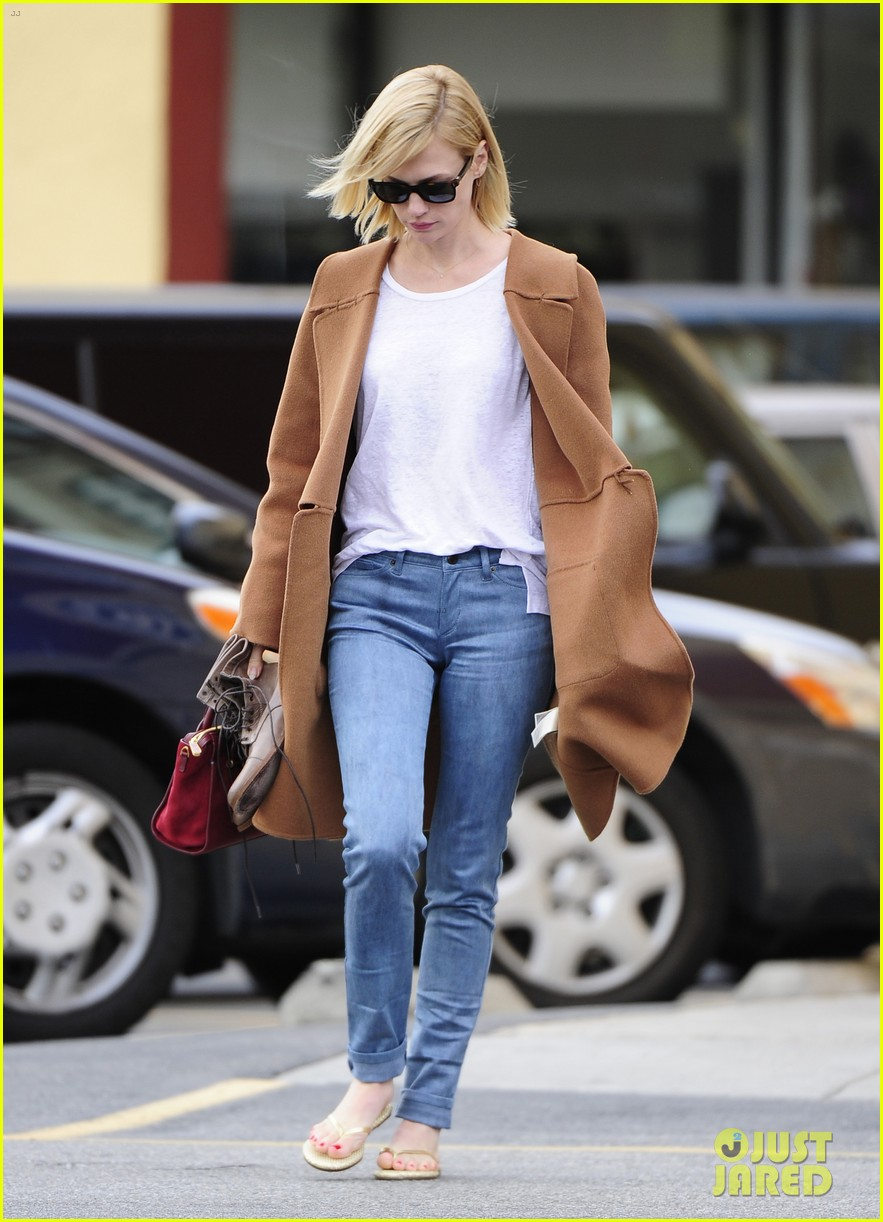january jones nail to toe rescue stop 06
