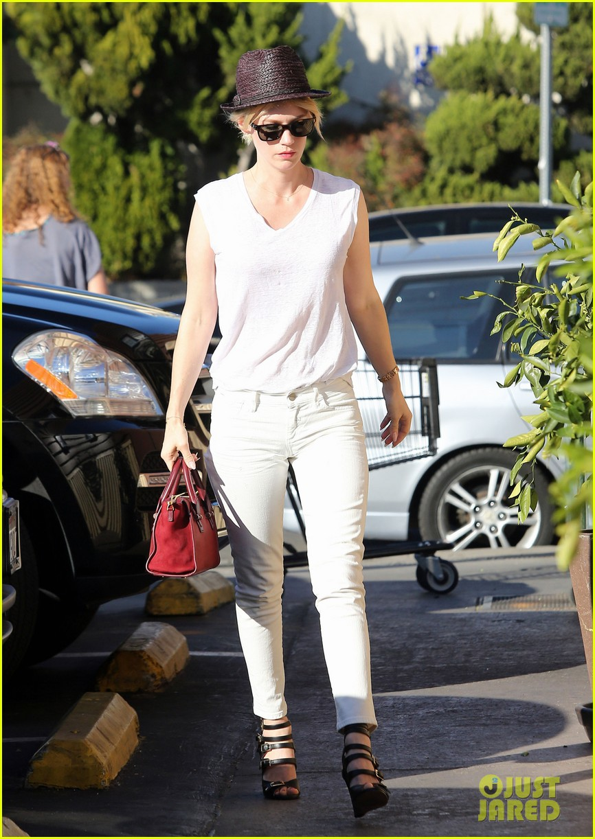 january jones vision in white for shopping trip 01