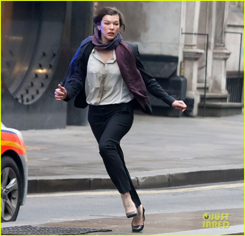 milla jovovich bloody running scenes for survivor 08