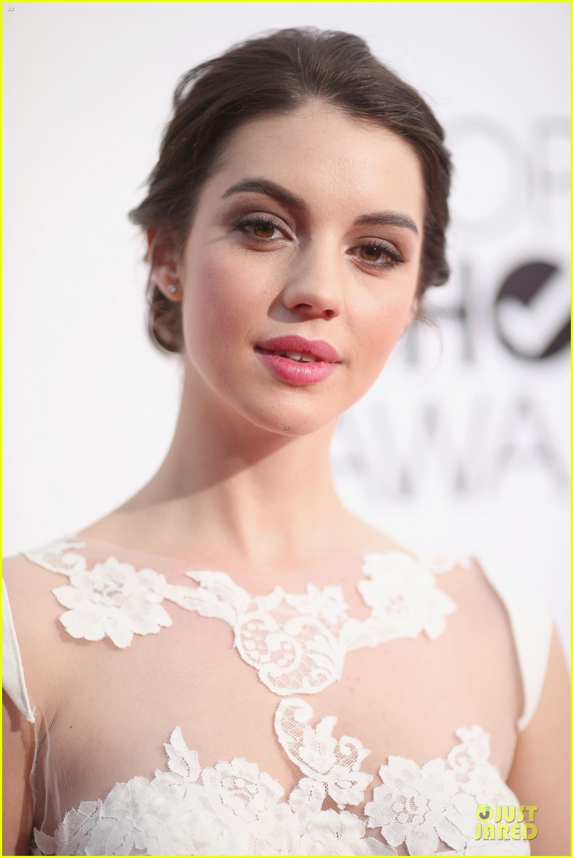 adelaide kane people choice awards 2014 red carpet 02