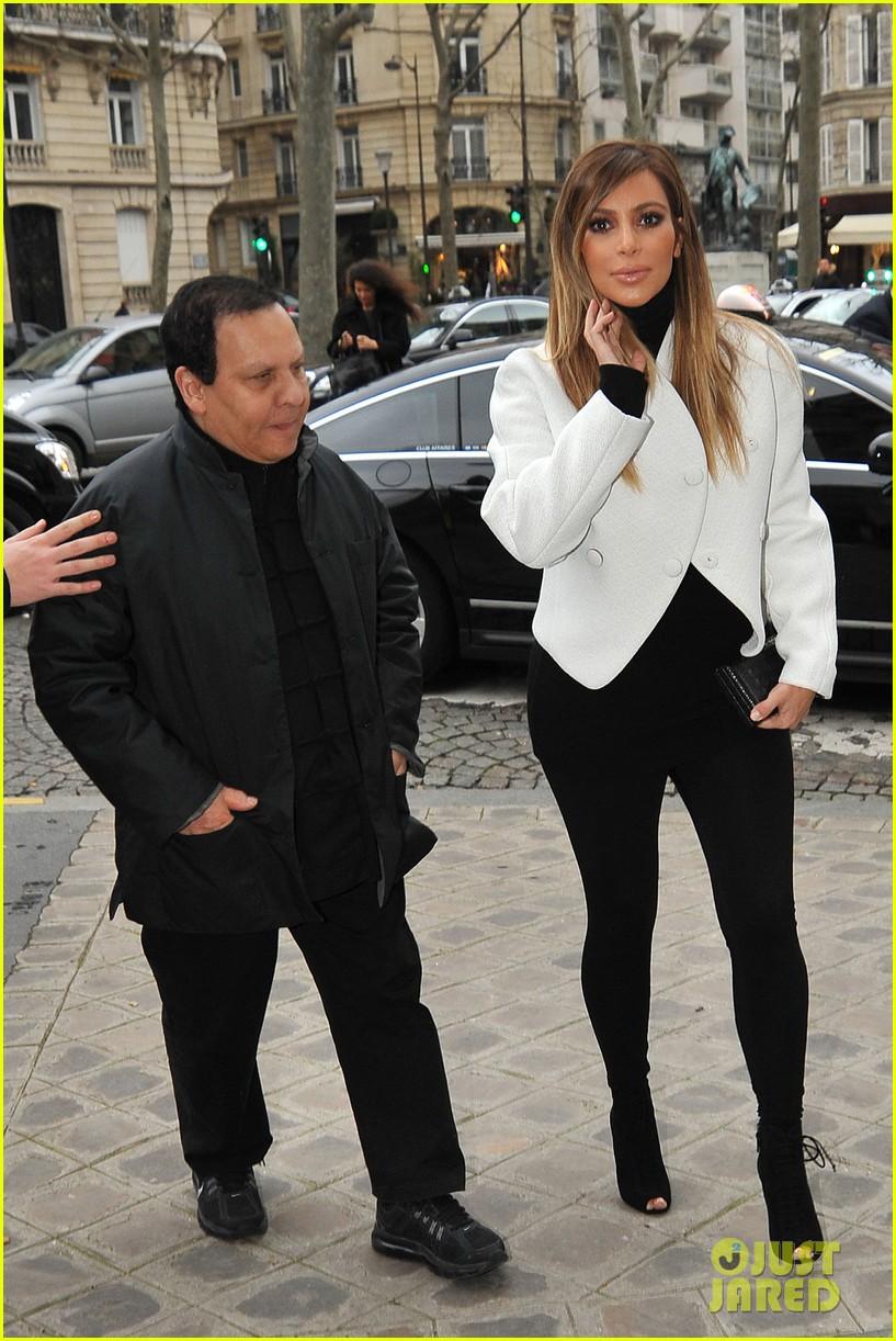 kim kardashian paris museum visits with azzedine alaia 023036938