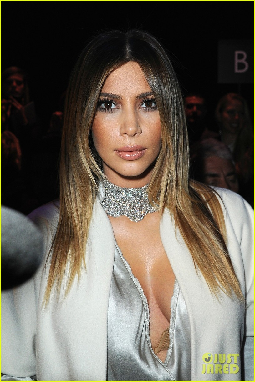 kim kardashian stephane roland fashion show 063037090