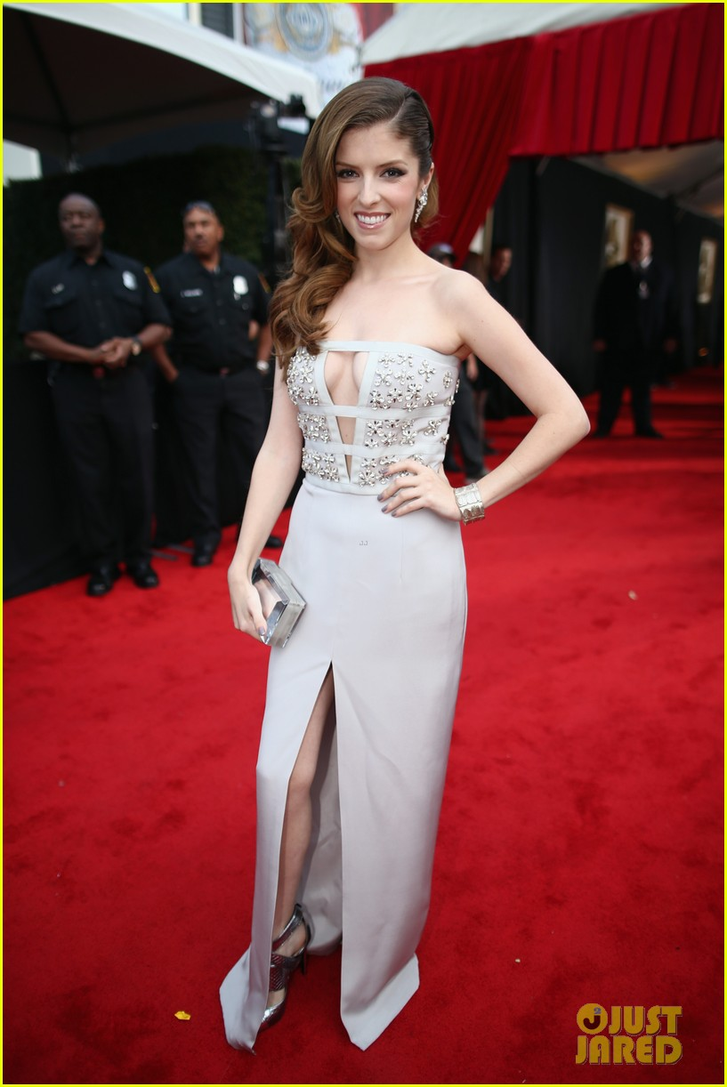 anna kendrick grammys 2014 red carpet 04