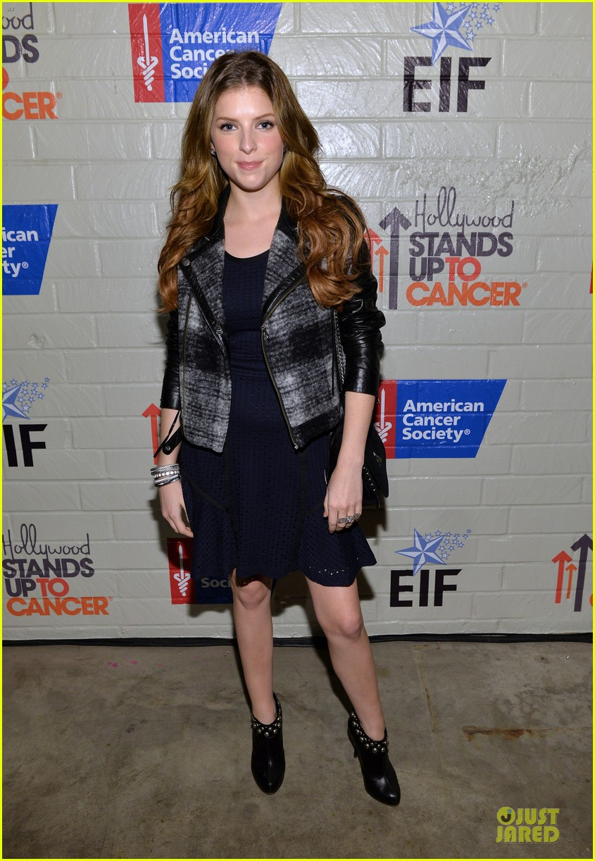 anna kendrick emma roberts all legs at stand up to cancer event 18