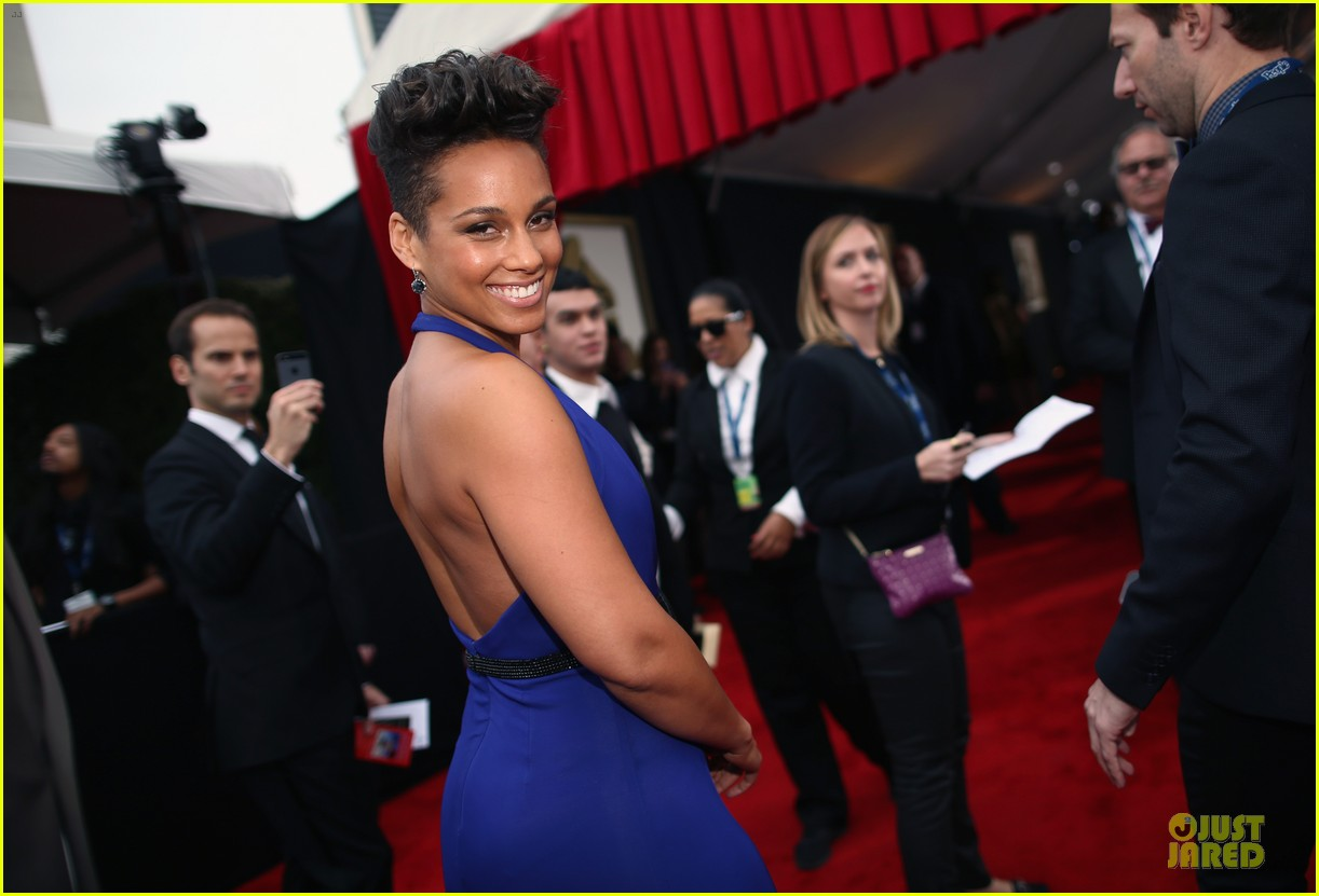 alicia keys swizz beatz grammys 2014 red carpet 10