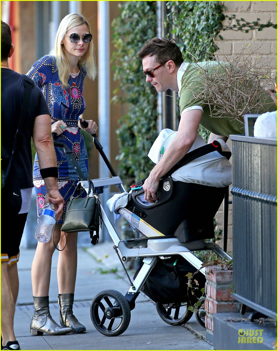 jaime king family lunch after friday gifting suite stop 033035828