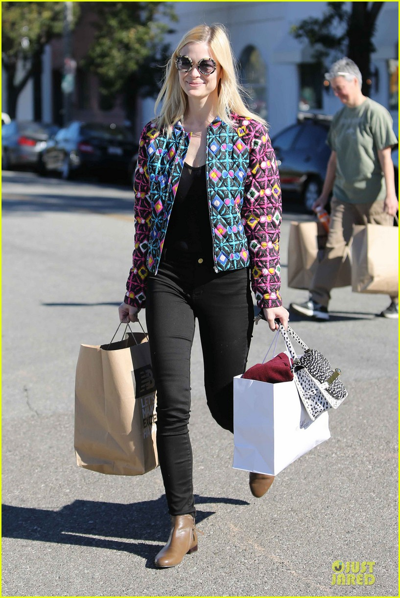 jaime king family lunch after friday gifting suite stop 07