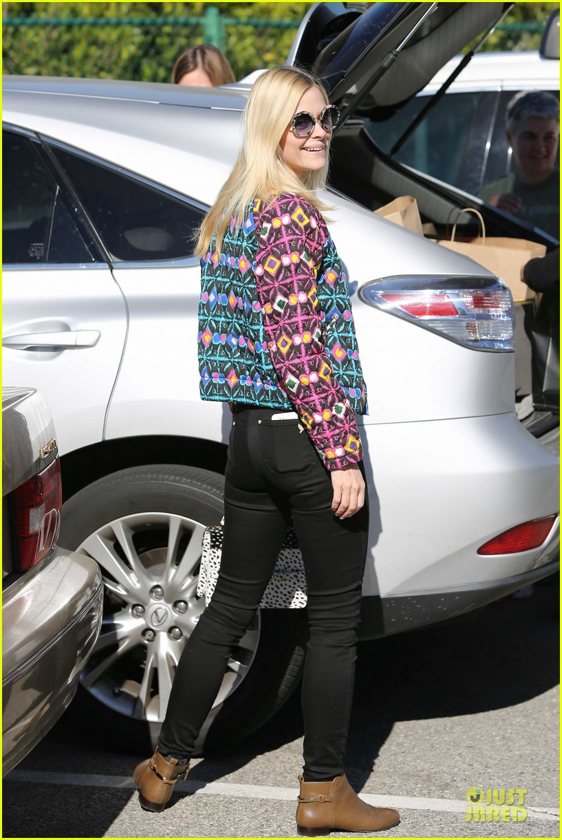 jaime king family lunch after friday gifting suite stop 10