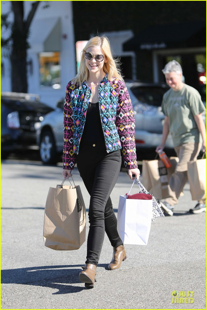 jaime king family lunch after friday gifting suite stop 16