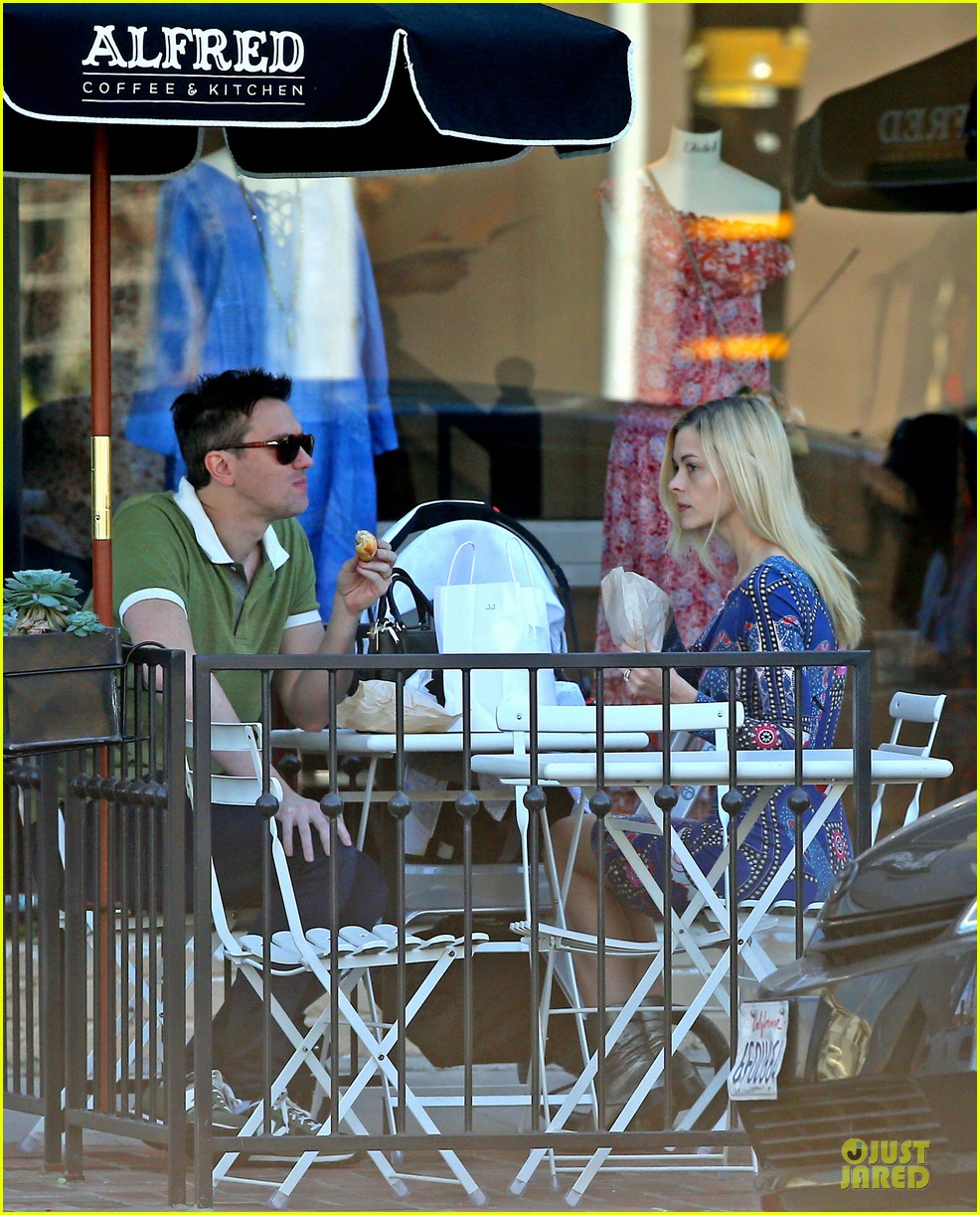 jaime king family lunch after friday gifting suite stop 21