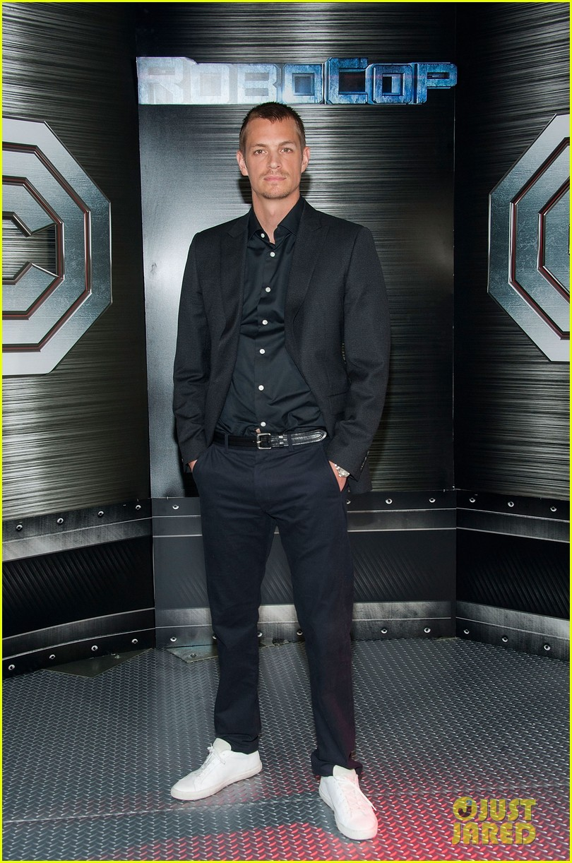 joel kinnaman abbie cornish robocop la photo call 053038754