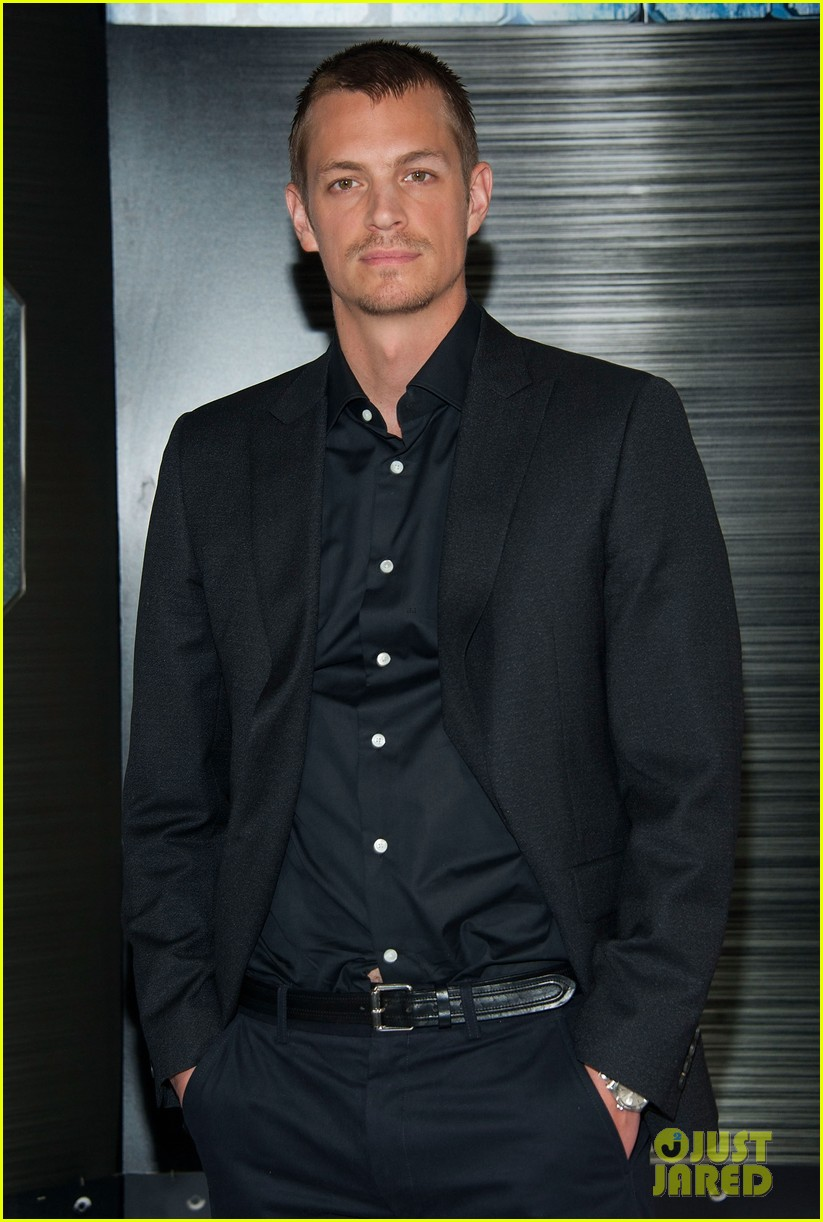 joel kinnaman abbie cornish robocop la photo call 09
