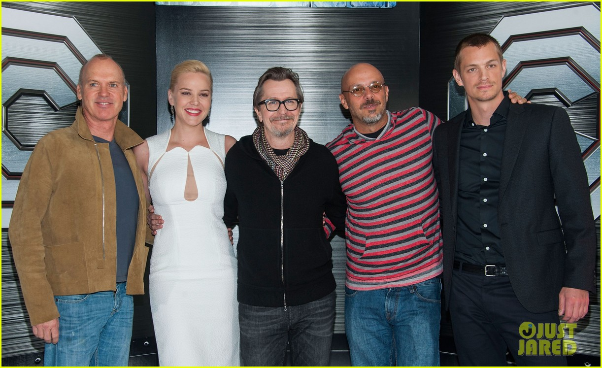 joel kinnaman abbie cornish robocop la photo call 203038769