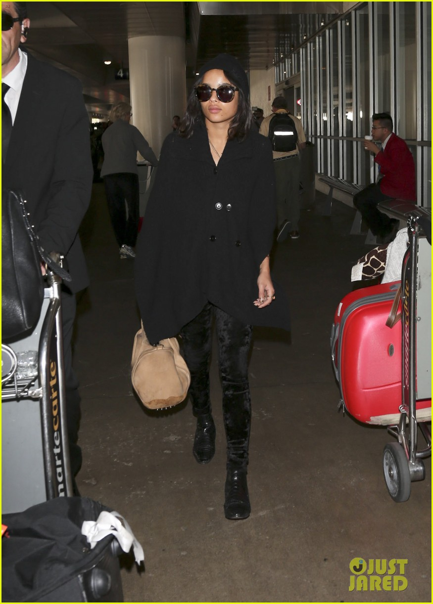 zoe kravitz heads to los angeles after supporting pals in nyc 15