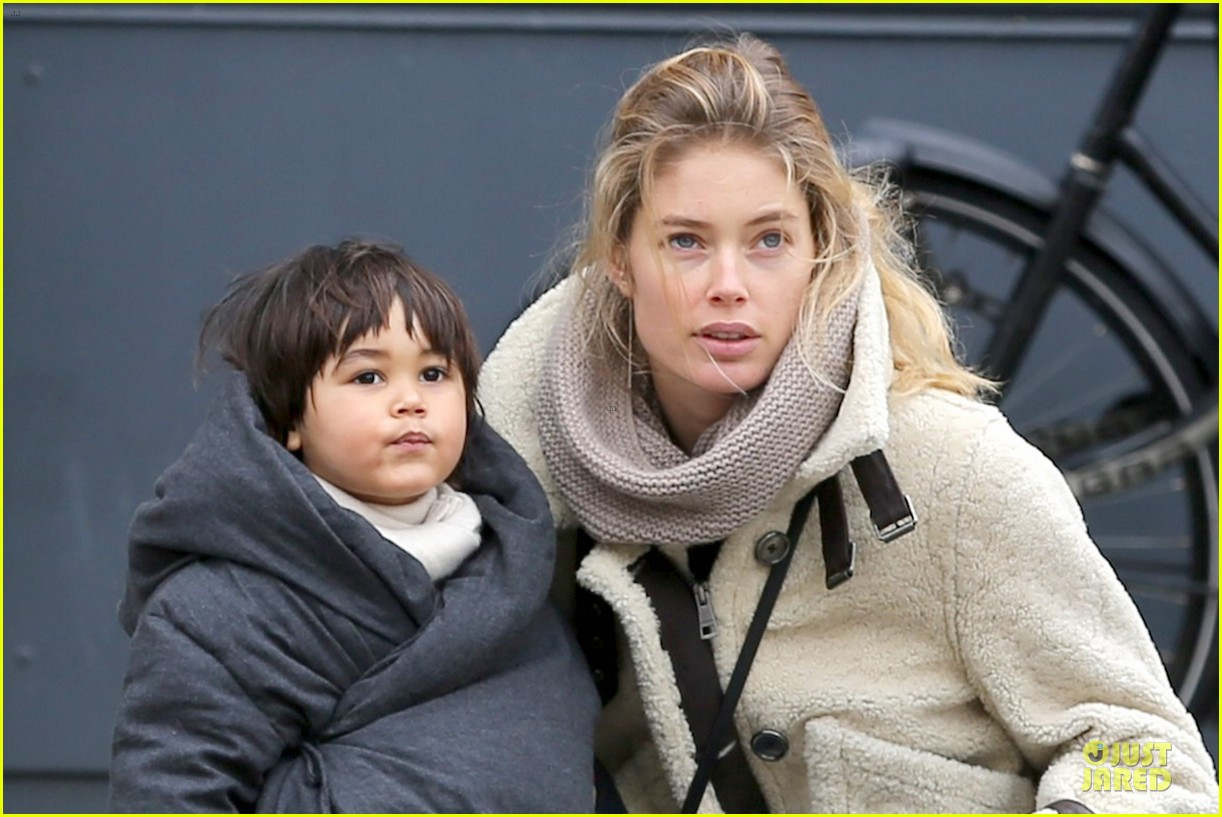 doutzen kroes netherlands shopping with phyllon 023042456