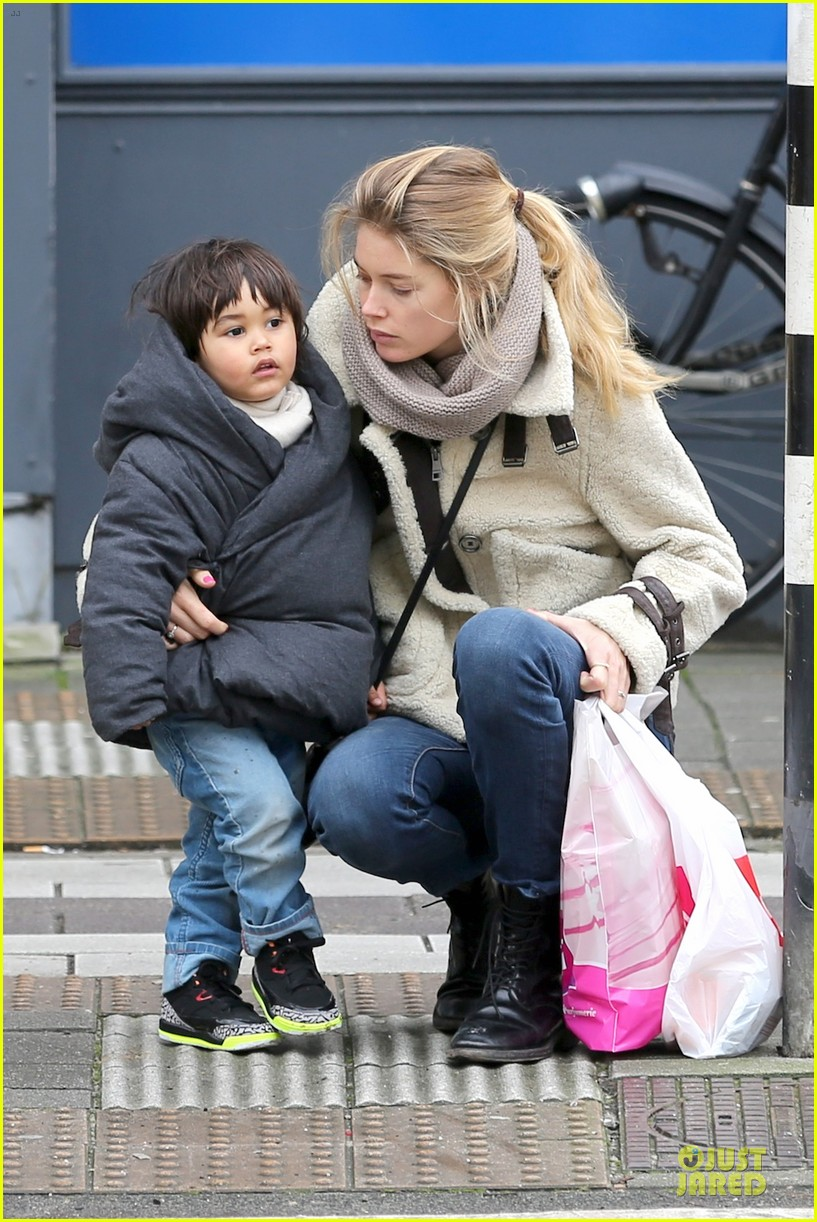 doutzen kroes netherlands shopping with phyllon 083042435