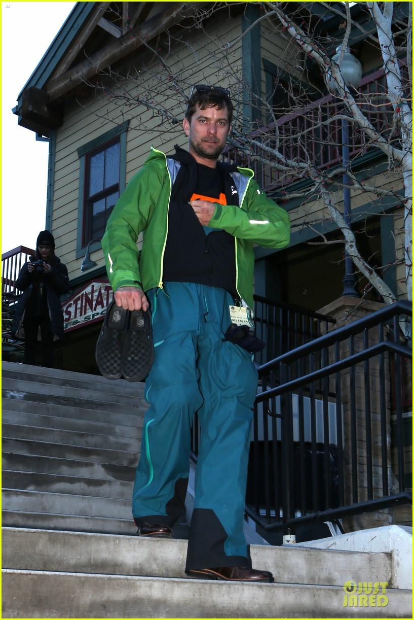 diane kruger joshua jackson skiing pair in park city 03