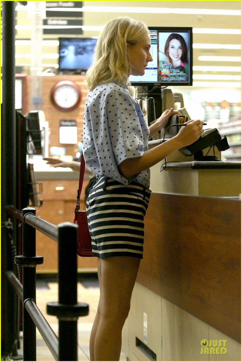 diane kruger mixes stripes polkadots for grocery run 083024185