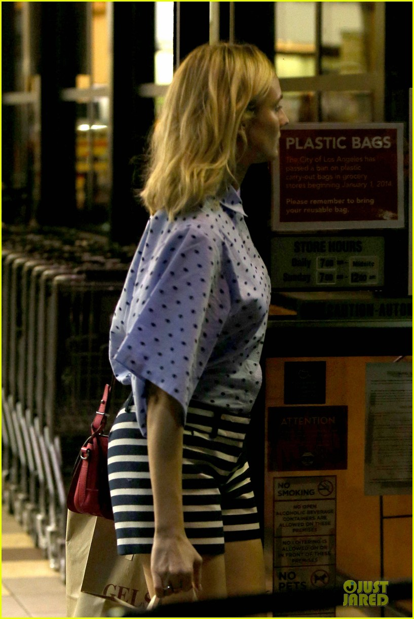 diane kruger mixes stripes polkadots for grocery run 15