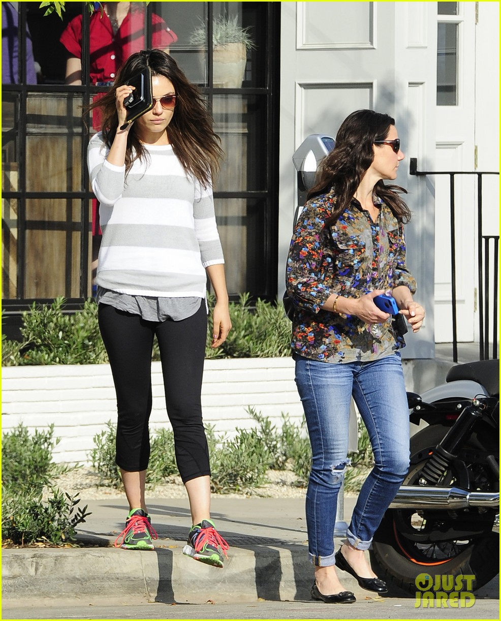 mila kunis hides her face after parking ticket blues 113039302