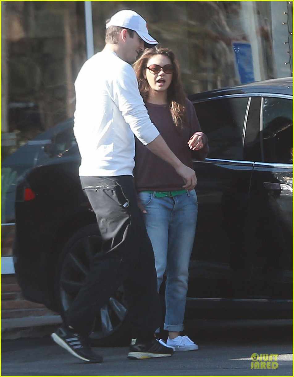 ashton kutcher mila kunis nail salon weekend pair 24