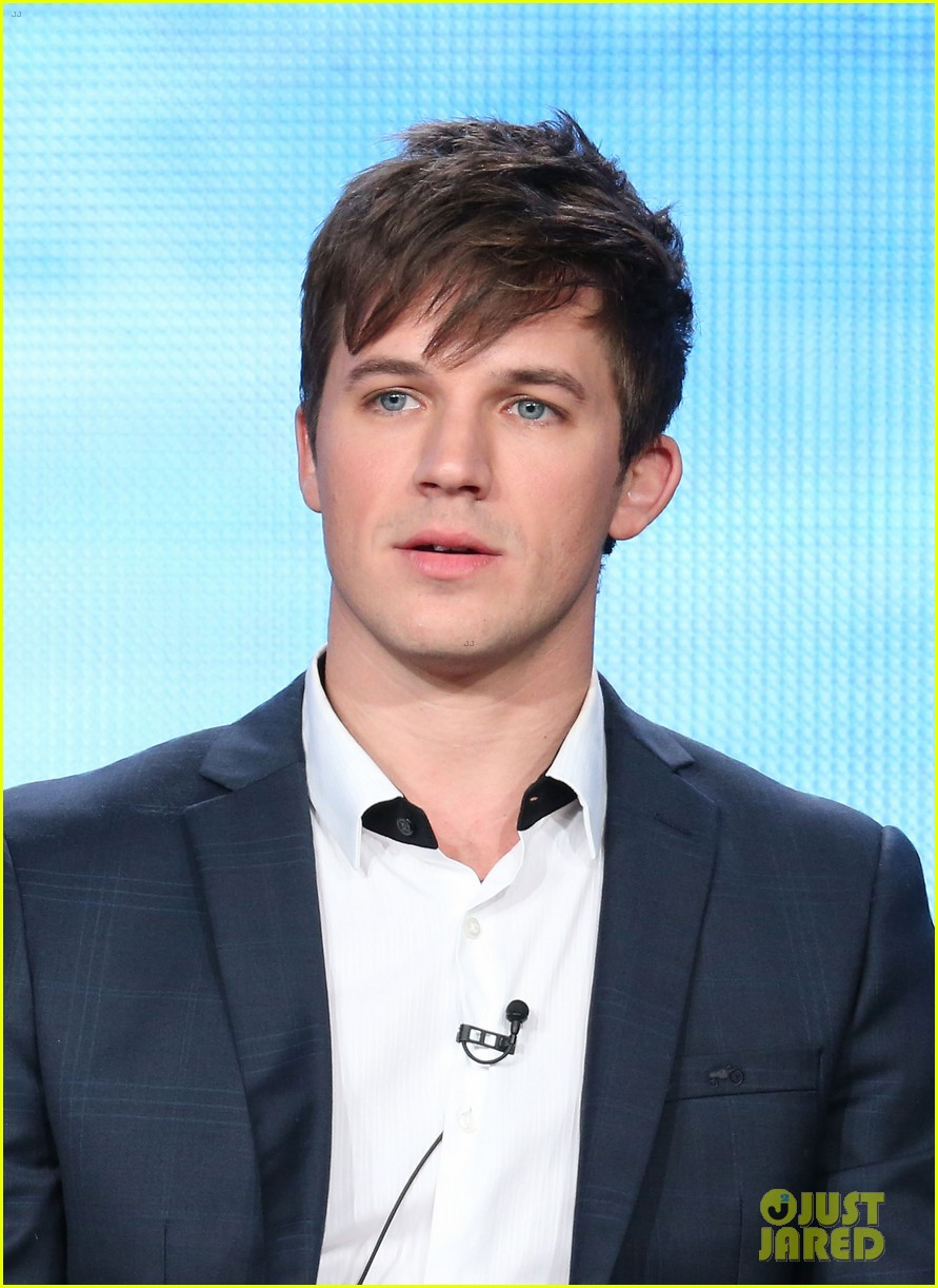 matt lanter aimee teegarden star crossed tca tour panel 03