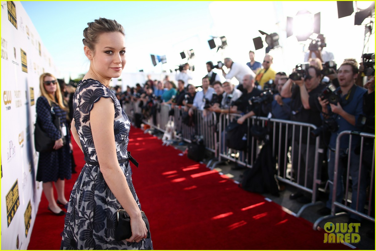 brie larson critics choice movie awards 2014 red carpet 01