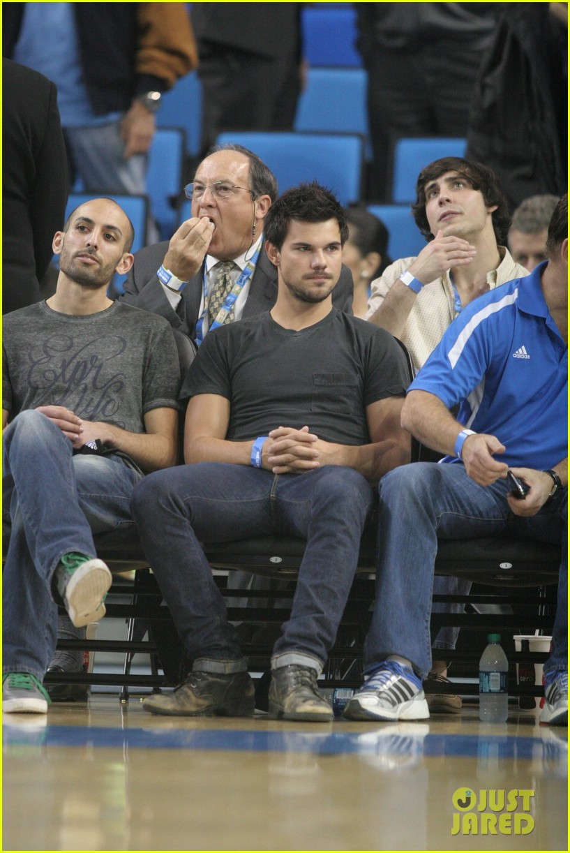 taylor lautner cheers on ucla at basketball game 07