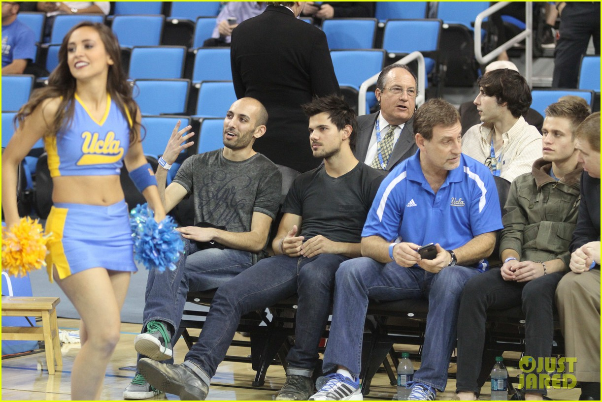 taylor lautner cheers on ucla at basketball game 14