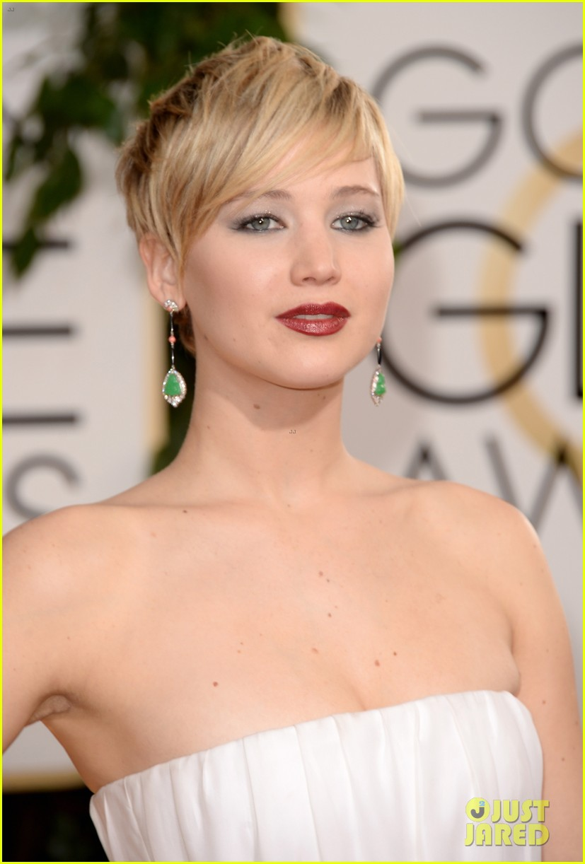 jennifer lawrence golden globes 2014 red carpet 113029282