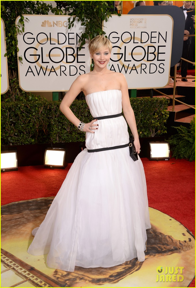 jennifer lawrence kisses nicholas hoult at golden globes 2014 013029657