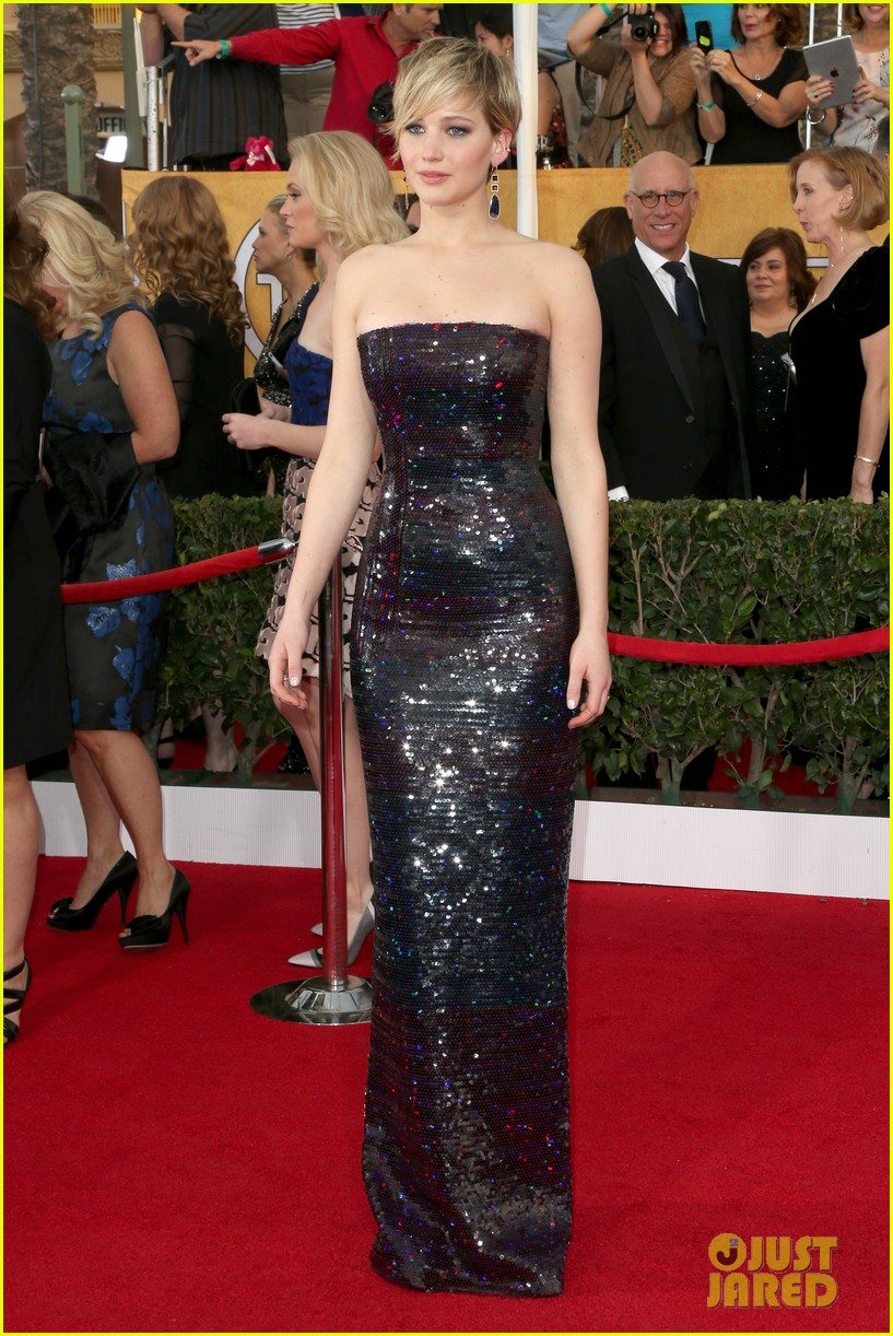 jennifer lawrence sag awards 2014 red carpet 01