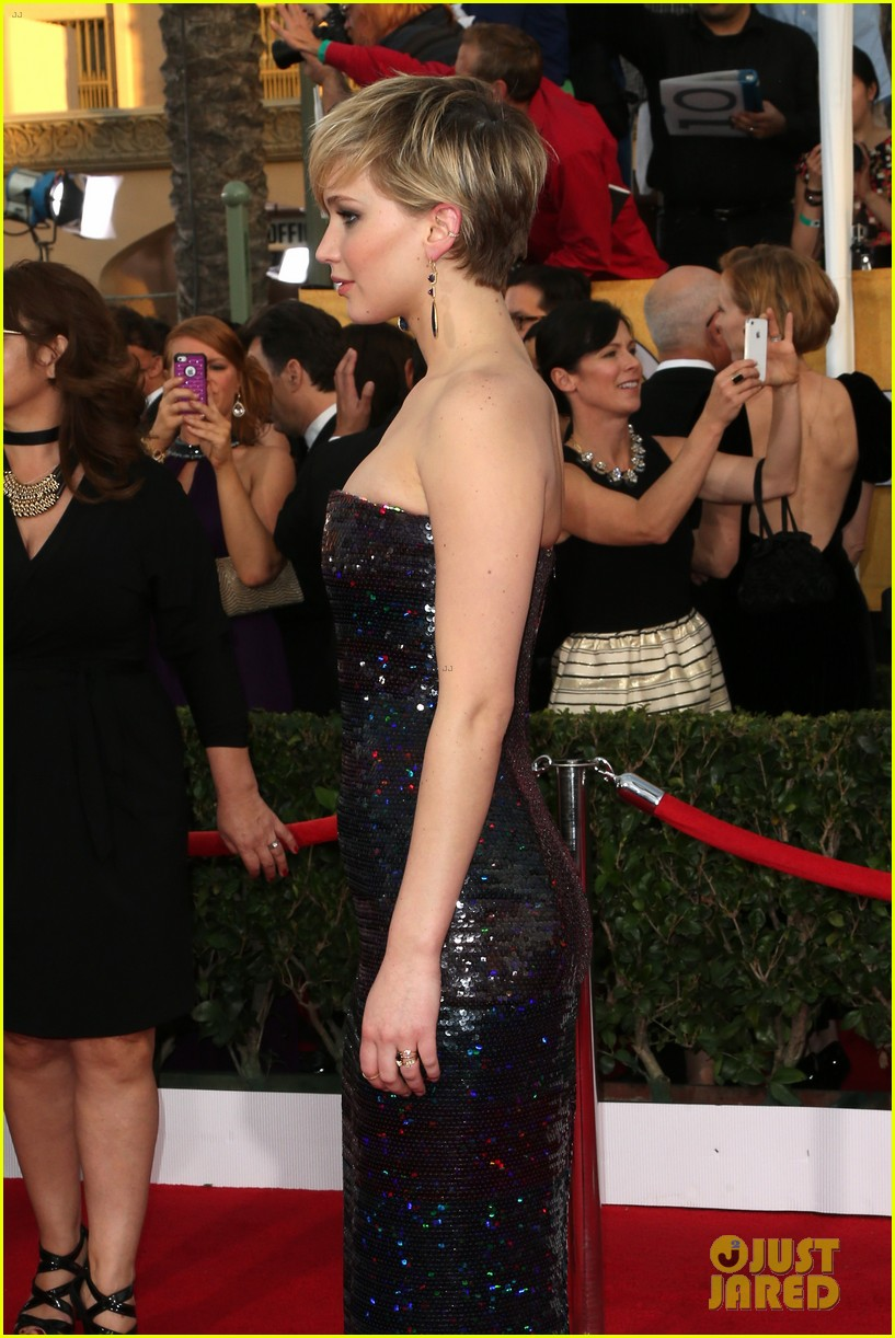 jennifer lawrence sag awards 2014 red carpet 06