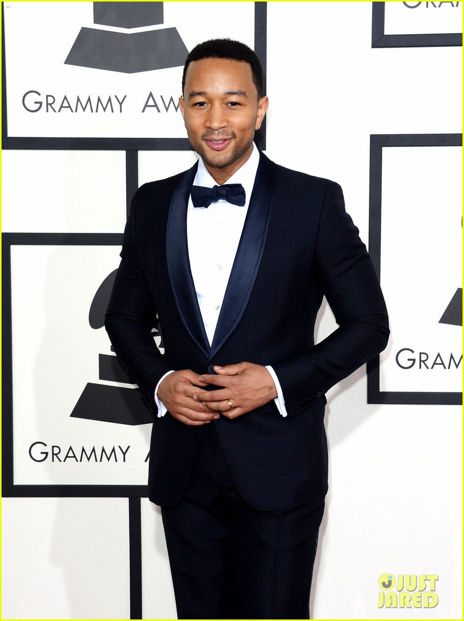 chrissy teigen john legend grammys 2014 red carpet 093041222