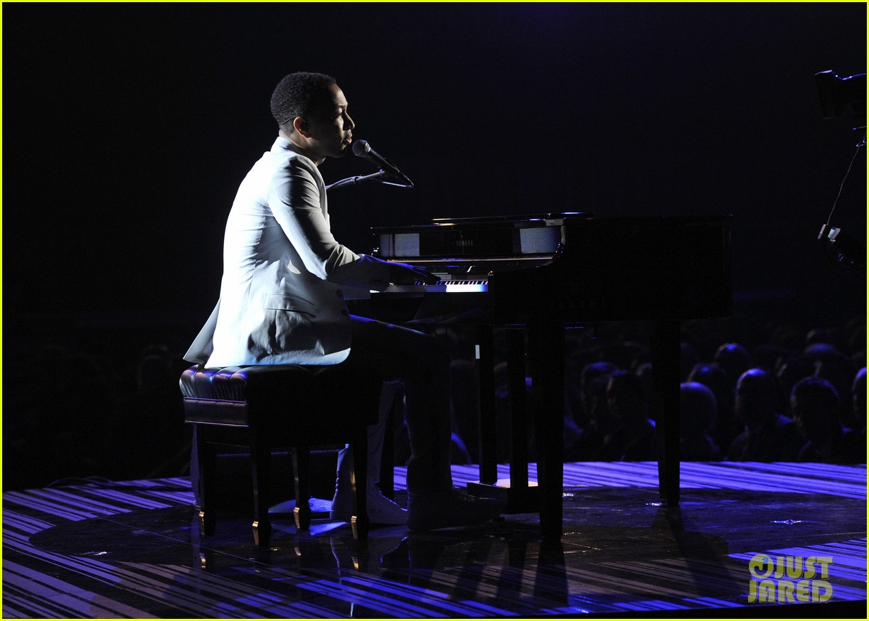 john legend performs all of me at grammys 2014 video 03