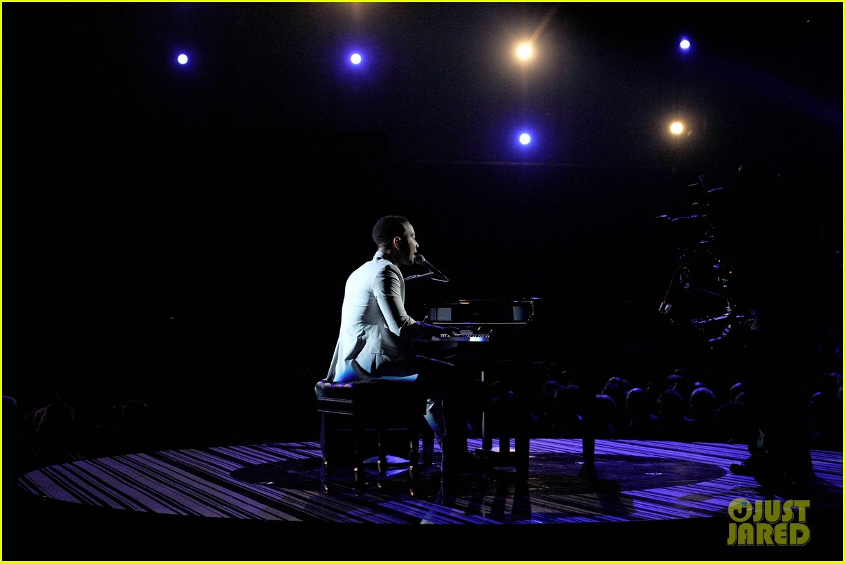 john legend performs all of me at grammys 2014 video 05