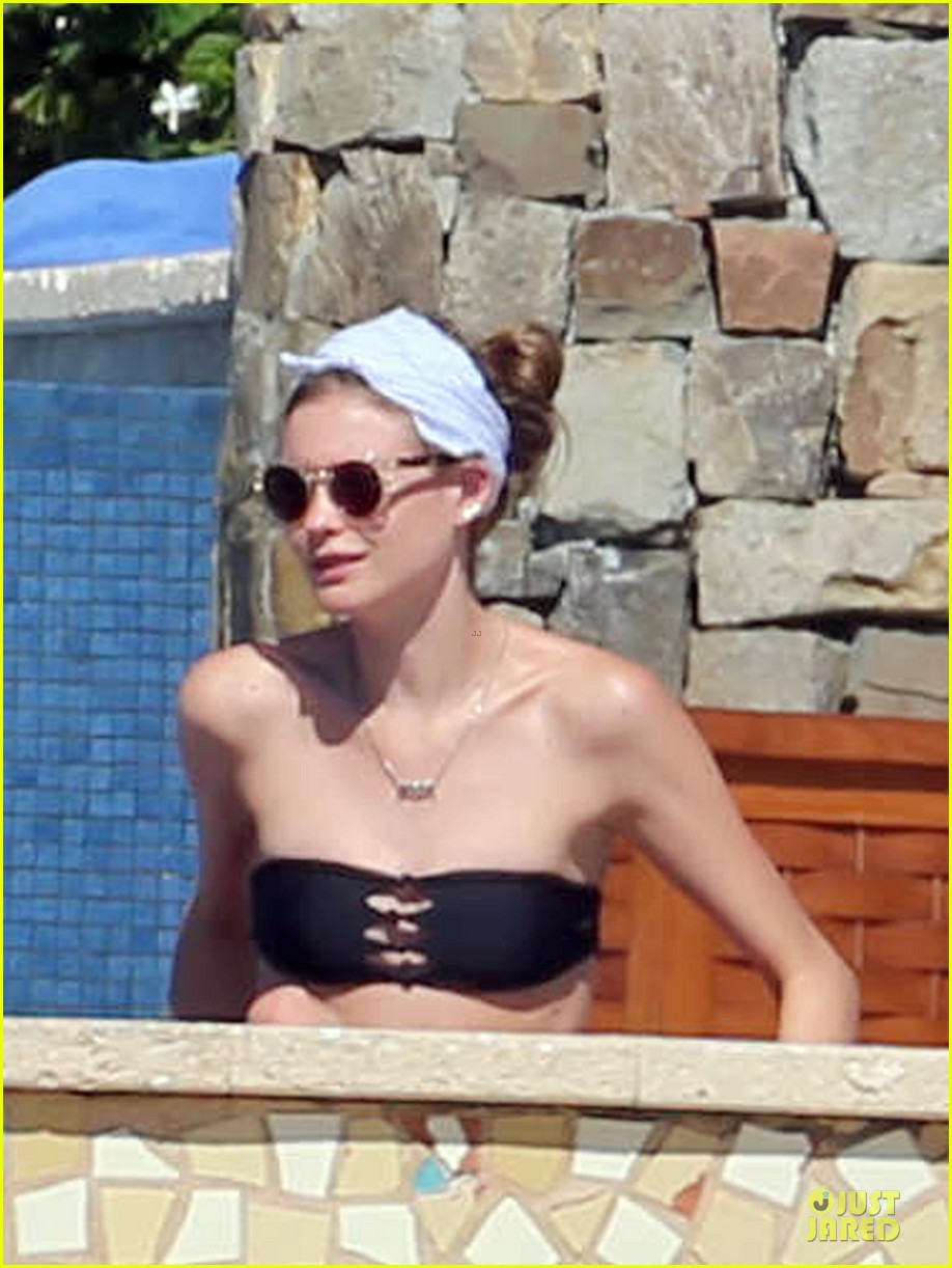 adam levine behati prinsloo cabo vacation in the new year 04