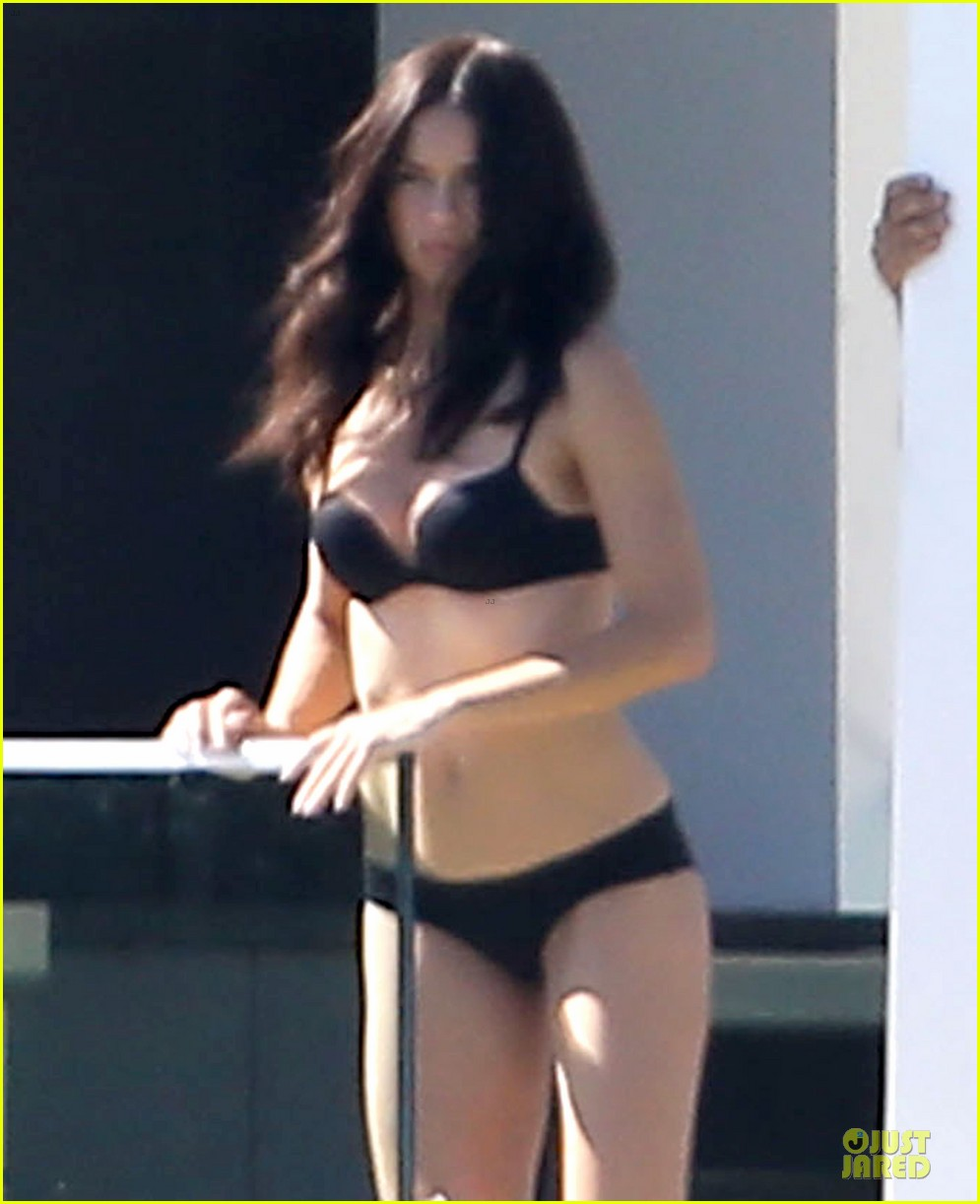 adriana lima rocks black bikini for victorias secret shoot 063034481