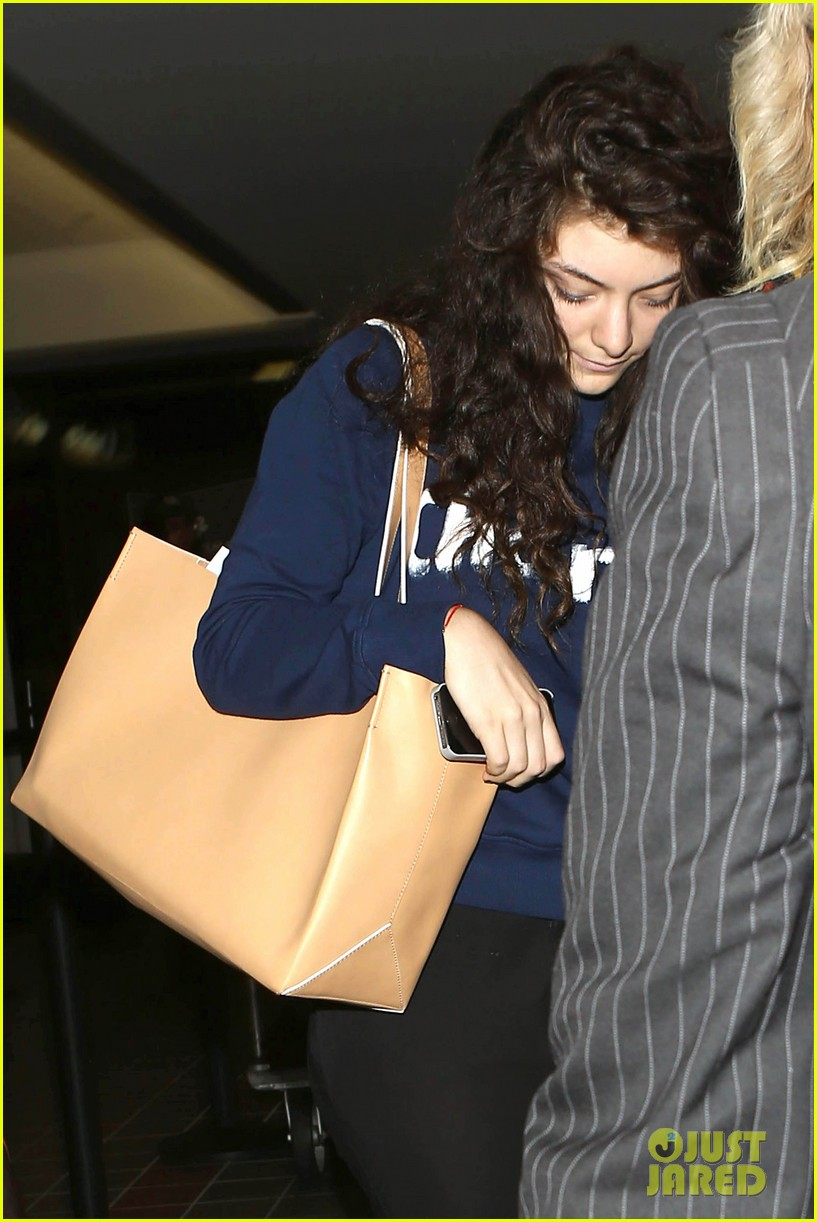 lorde leaves los angeles after big grammys night 02