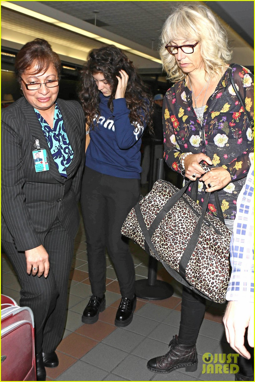 lorde leaves los angeles after big grammys night 083042802