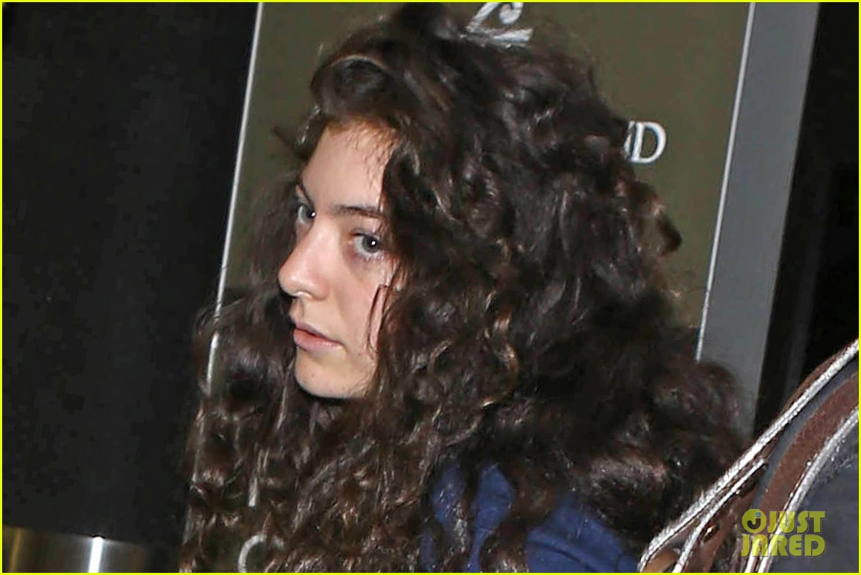 lorde leaves los angeles after big grammys night 123042806