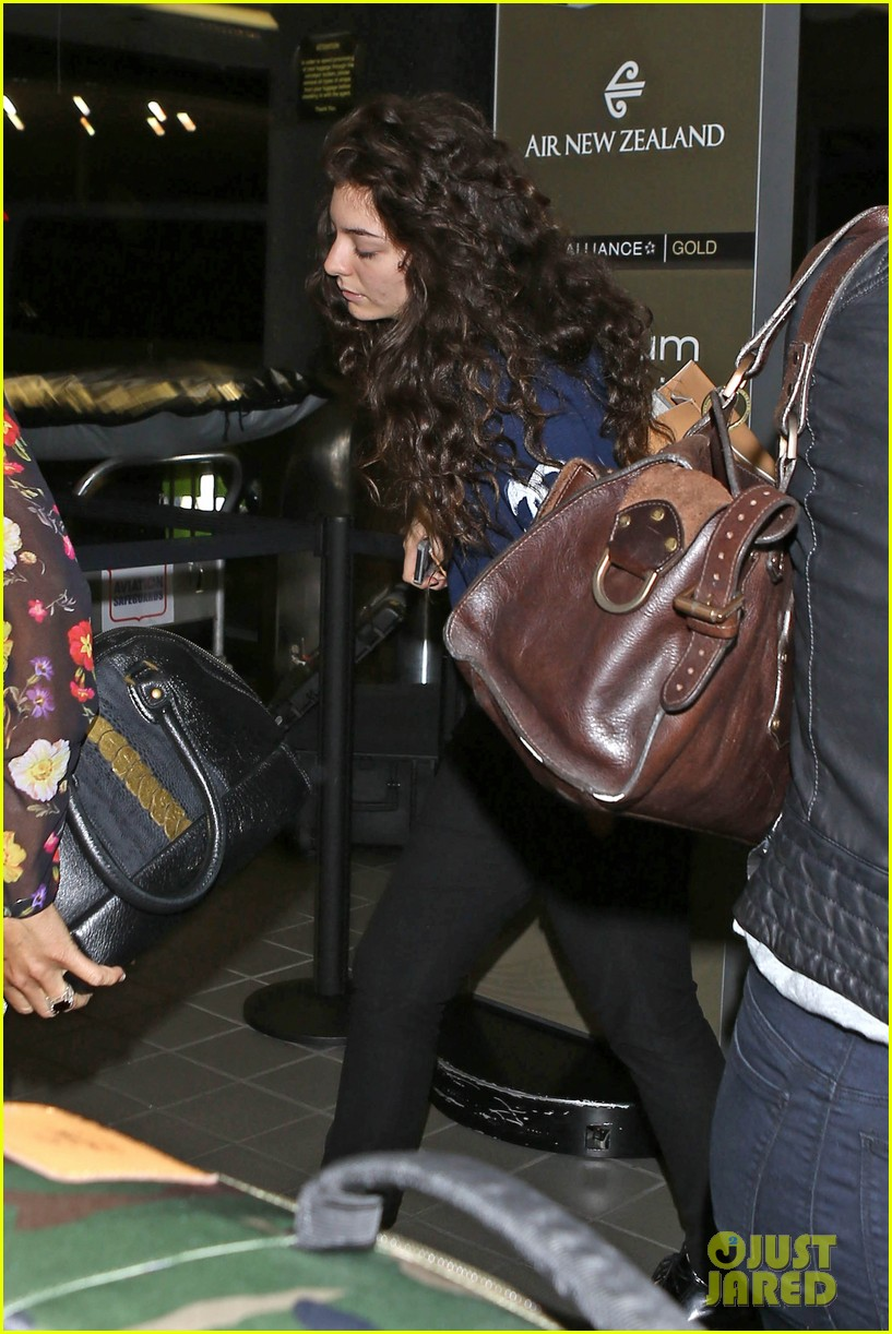 lorde leaves los angeles after big grammys night 15