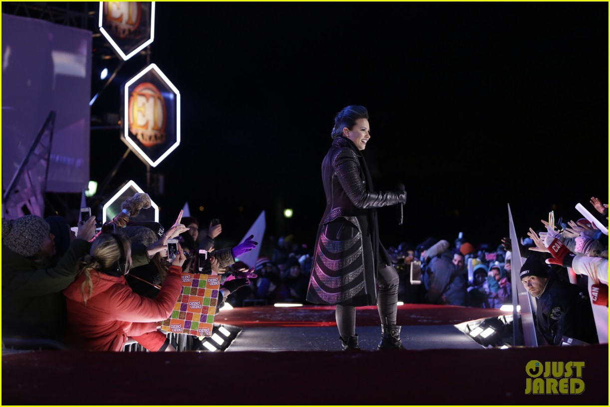 demi lovato performs for et canada on new years eve 2014 03