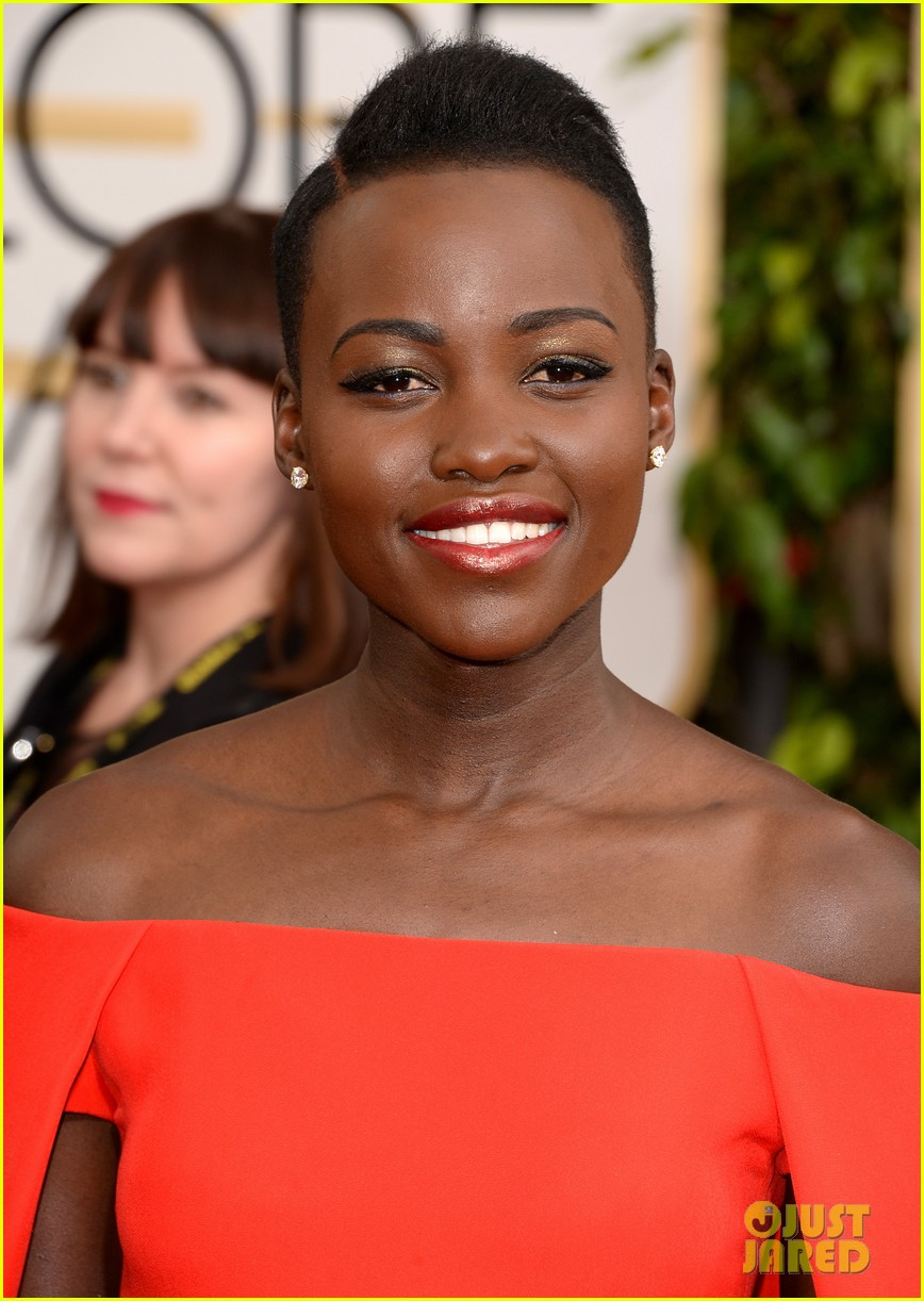 lupita nyongo golden globes 2014 red carpet 033029121