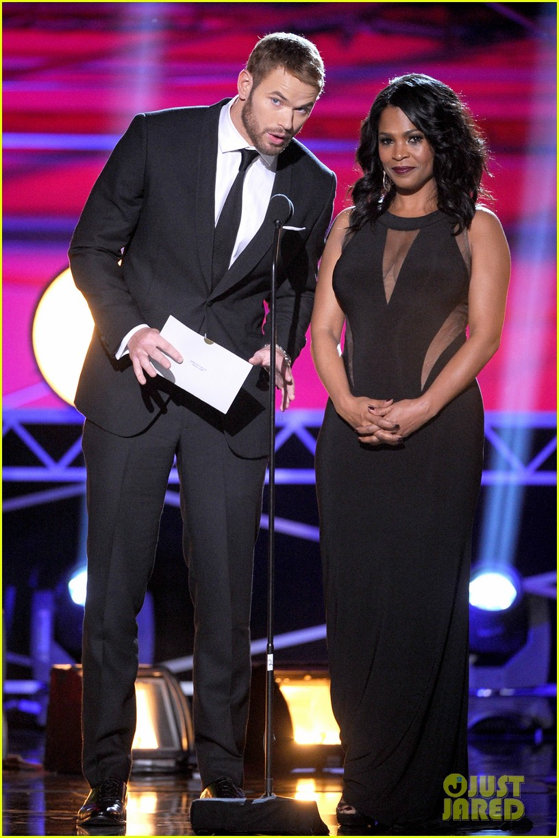 kellan lutz critics choice awards 2014 with nia long 033033109