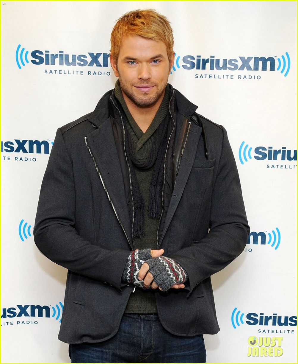 kellan lutz slams miley cyrus dating rumors theyre hilarious 01