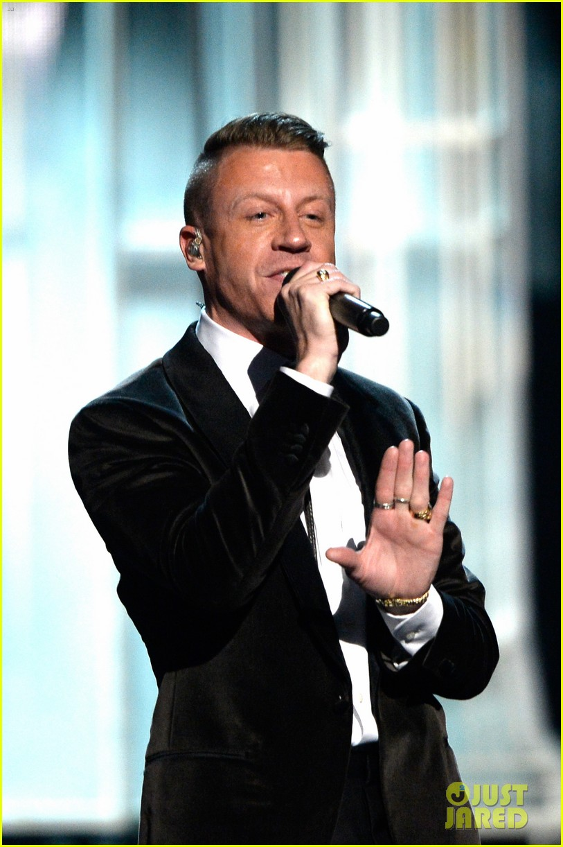 macklemore ryan lewis same love at grammys 2014 video 13