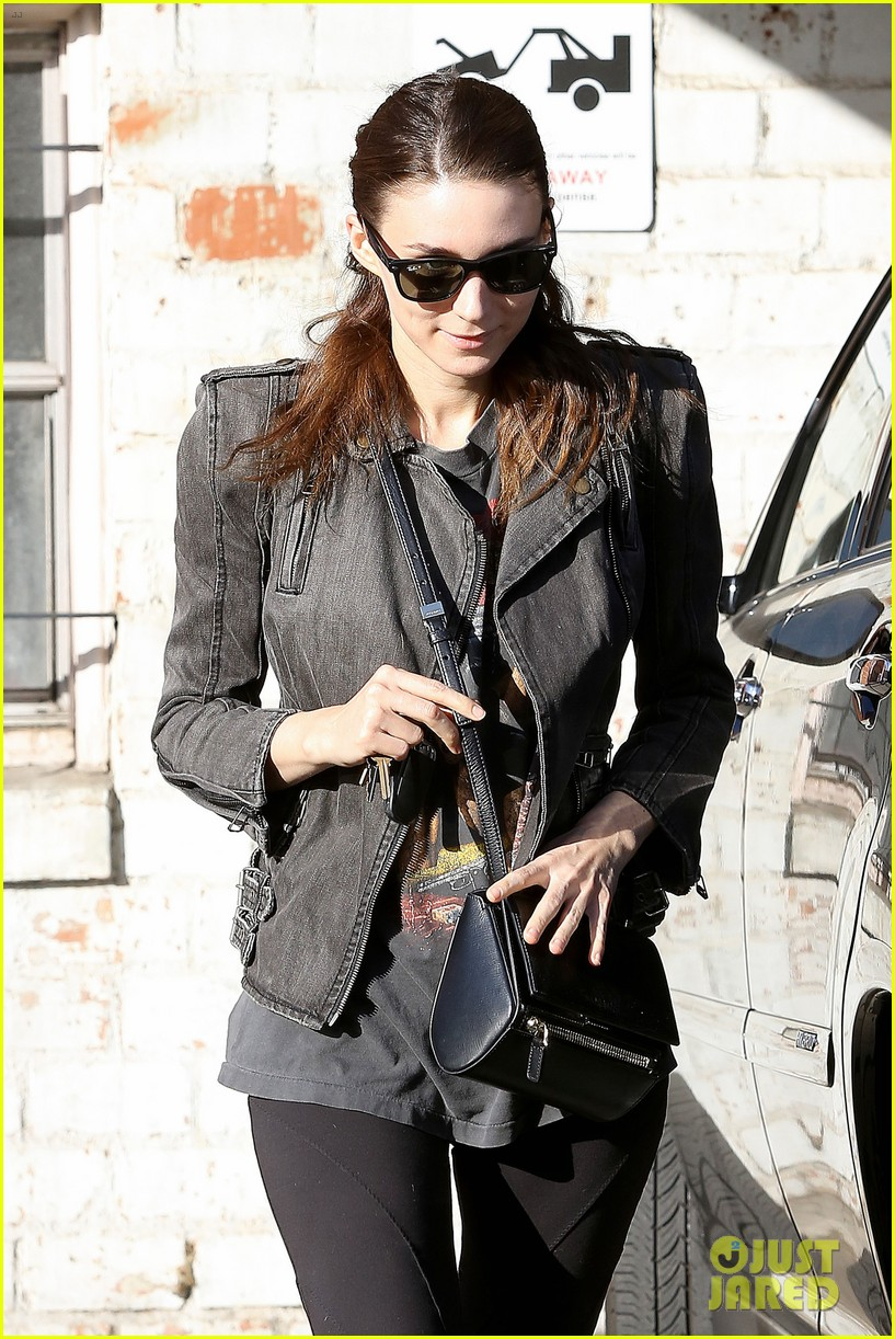 rooney mara steps out after engagement rumors surface 06
