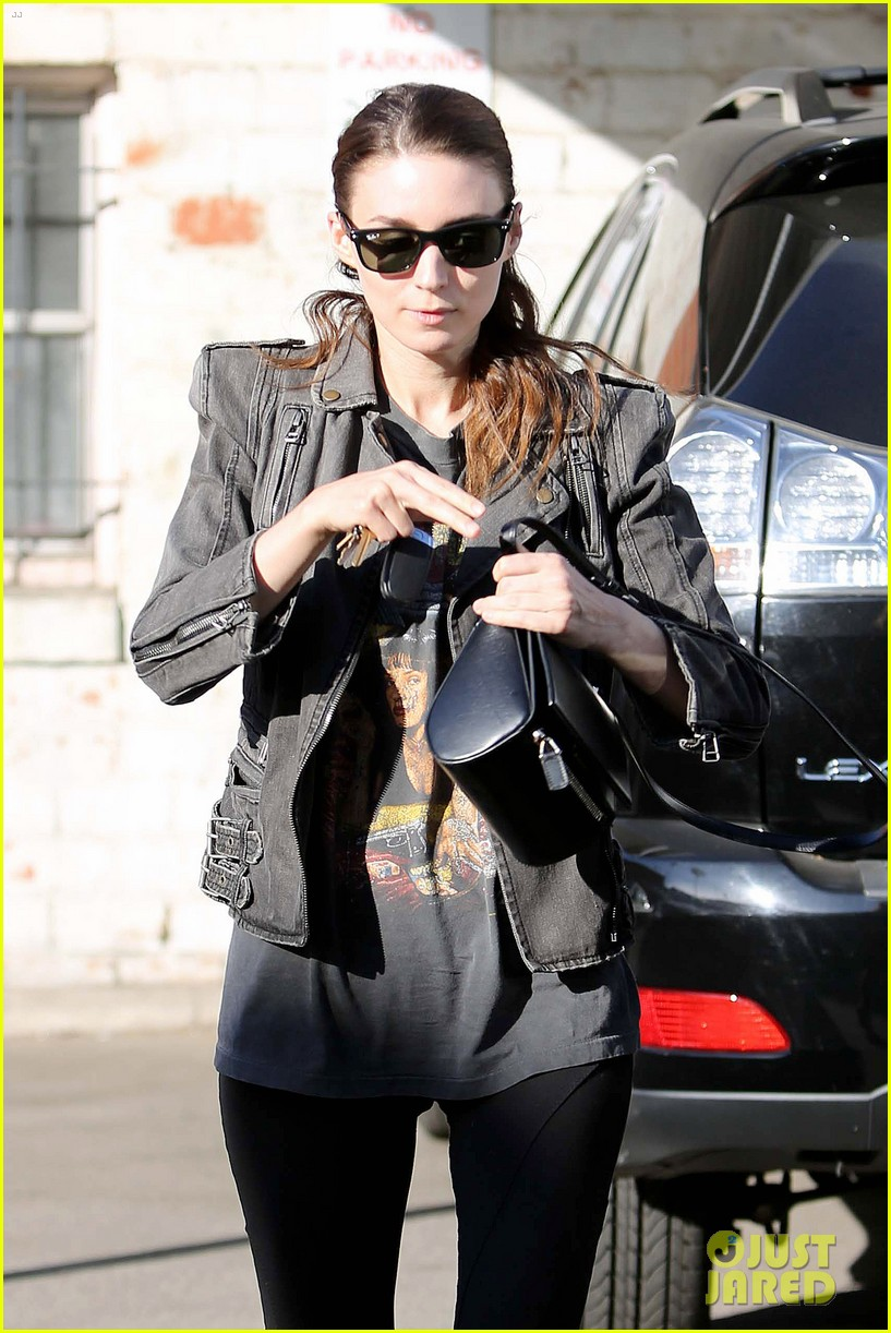 rooney mara steps out after engagement rumors surface 09